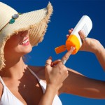 woman-applying-sunscreen-at-beach